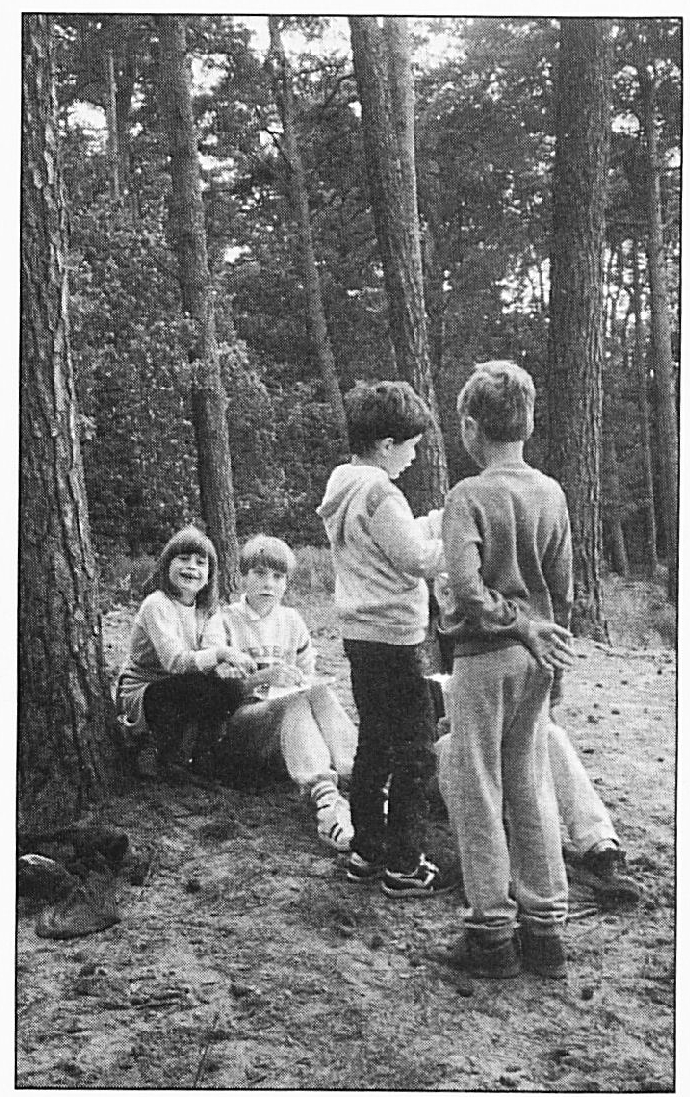 Schoolkamp 1986; v.l.n.r. : Lisette van Maurik, Miranda van lngen, Wijnand Rekers en Gerard Platenburg.