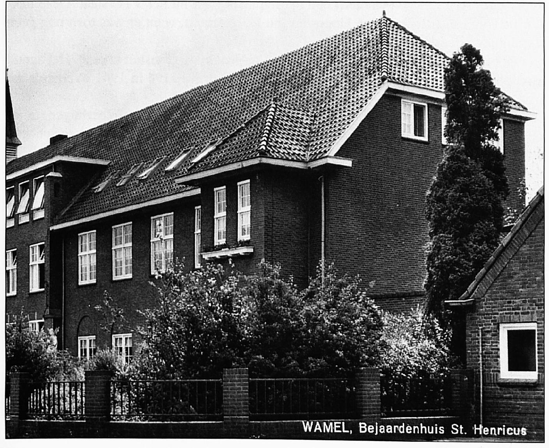"""In het rechterdeel van Huize Henricus, waren de """"bewaarschool"""" en de naaischool gevestigd. De kleuters hadden op de begane grond lokalen, de naaischool op de eerste verdieping daarboven."""