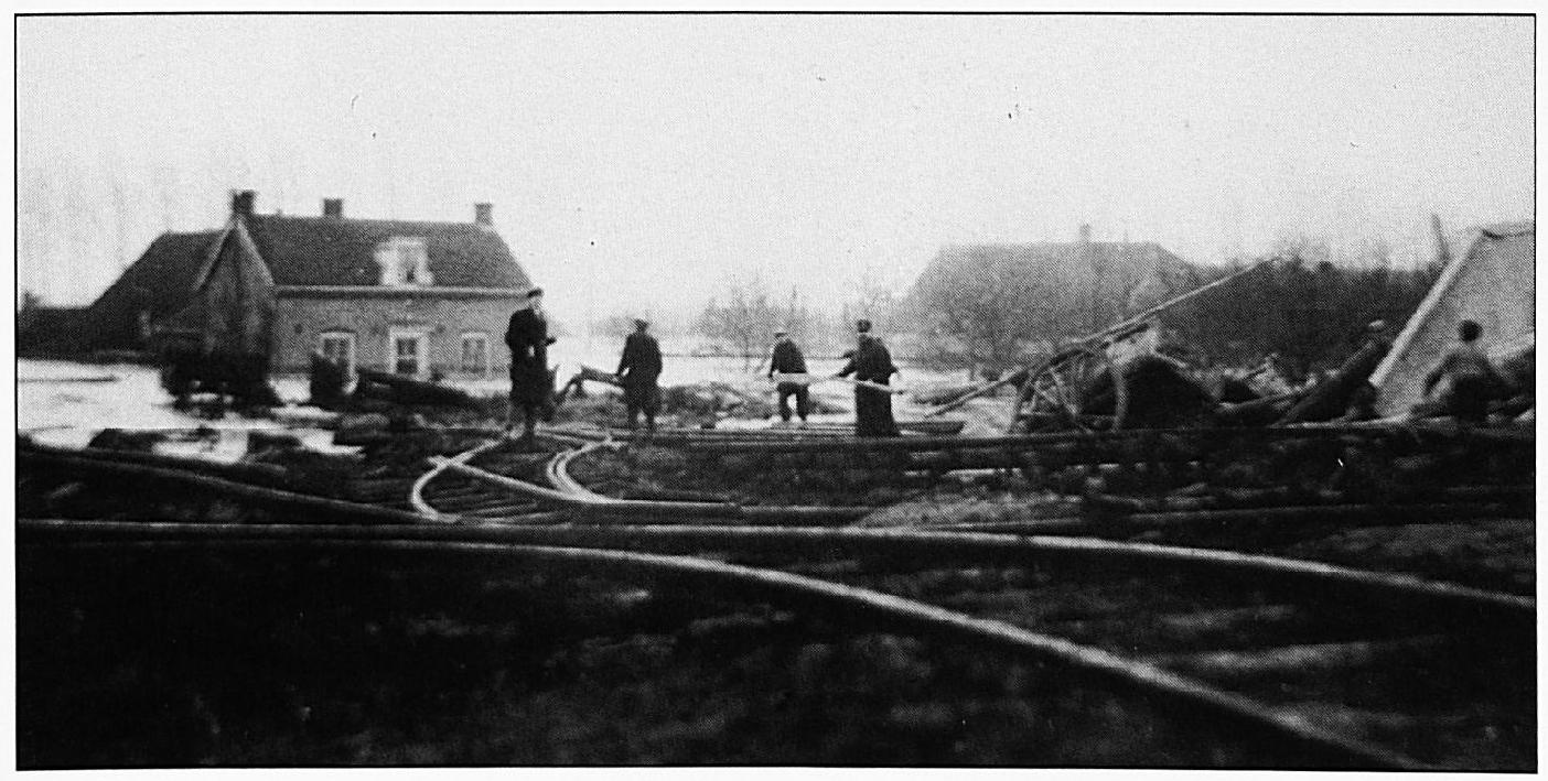 Het ingestorte rangeerterrein tijdens de watersnoodramp van 1926.