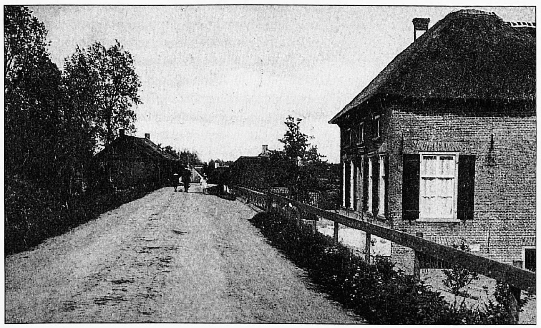 Een deel van het stuk Waalbandijk waar de Duitsers de razzia hielden, waarna 14 onschuldige Wamelnaren werden afgevoerd naar Tiel, waar ze enkele uren later gefusilleerd werden.