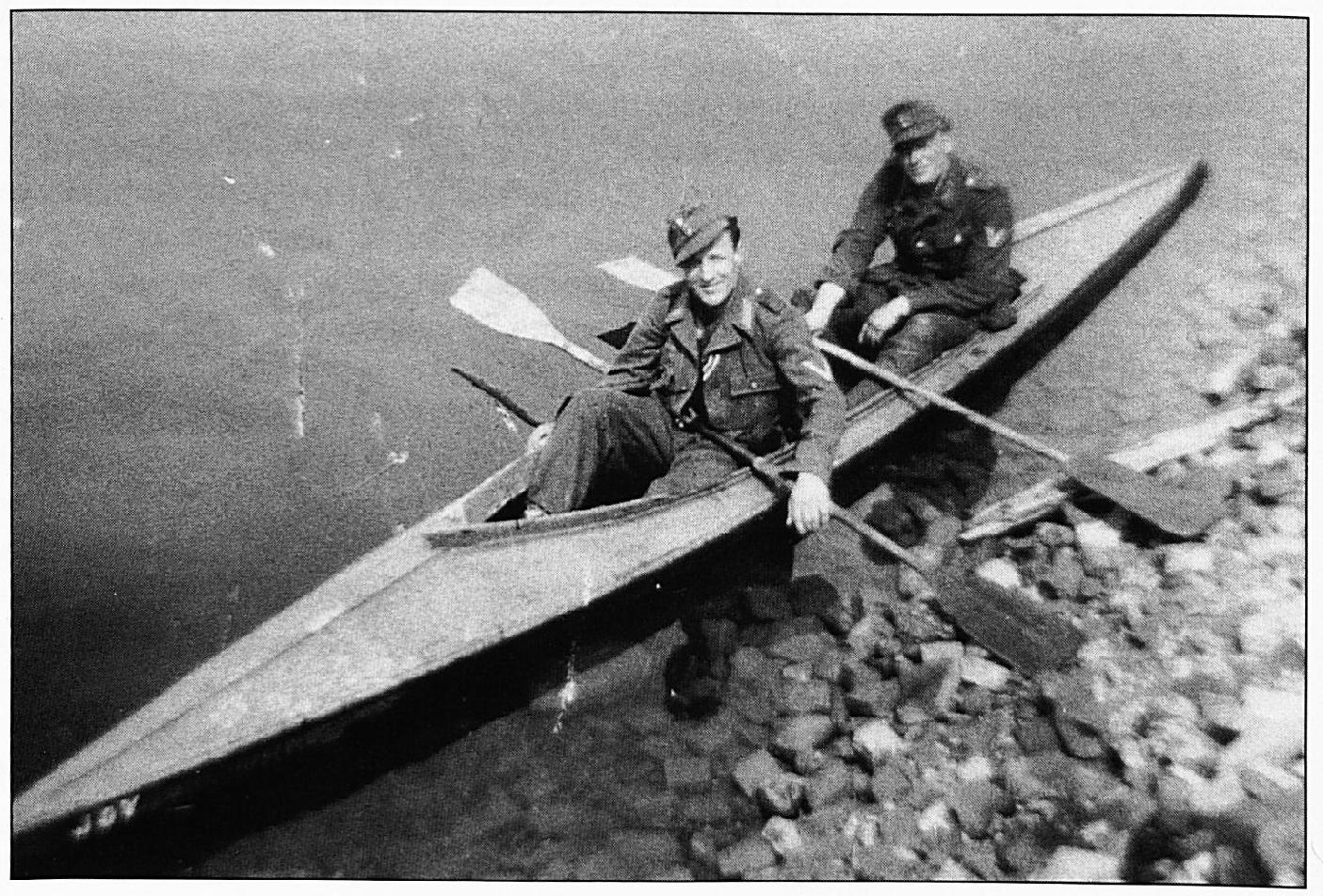 Deze Duitse soldaten kwamen met een kano de Waal over om zich na de capitulatie over te geven.