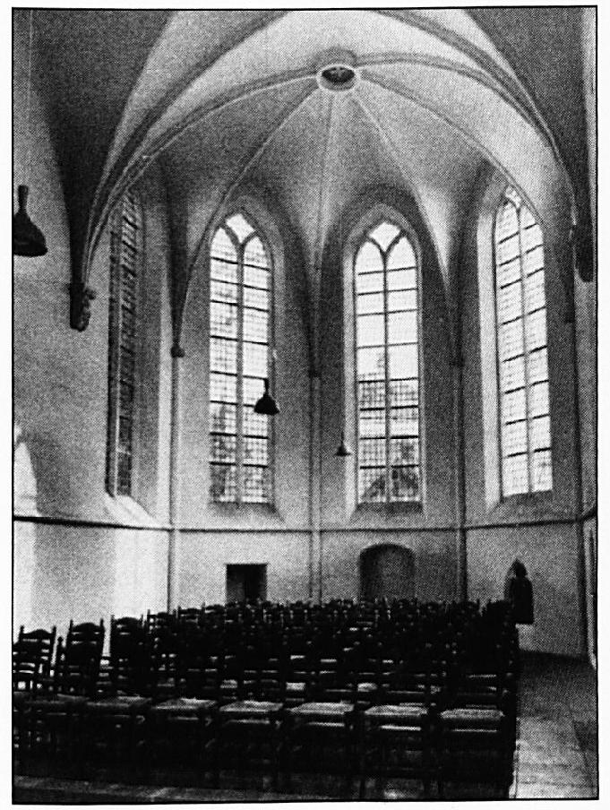 Het interieur van de Ned. Herv. Kerk.
