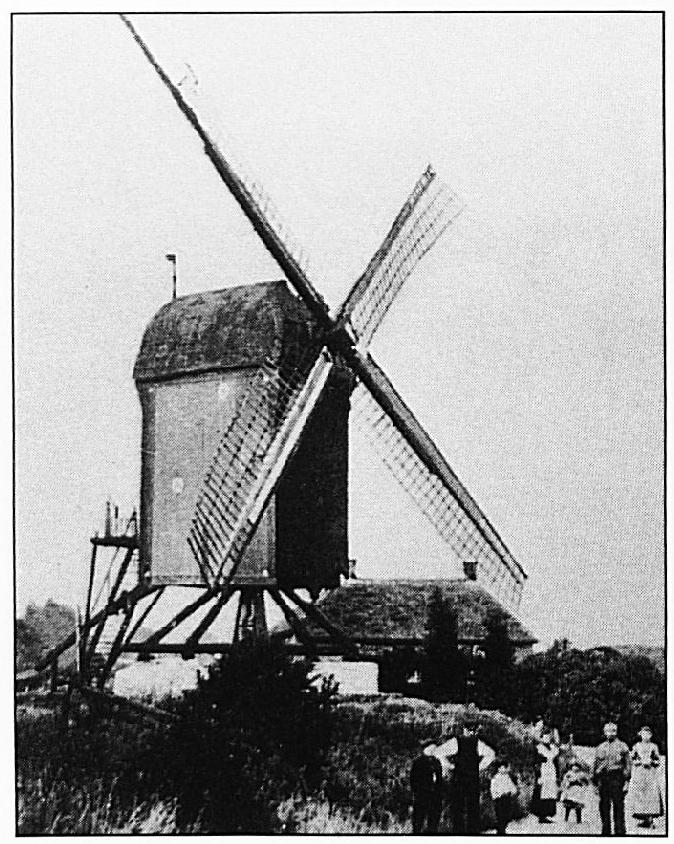 De molen aan de Molendijk, deze korenmolen stond aan de Waalbandijk, bij de afgslag van de Lageweg. Op deze plaats heeft minstens 400 jaar, maar waarschijnlijk langer, een korenmolen gestaan.