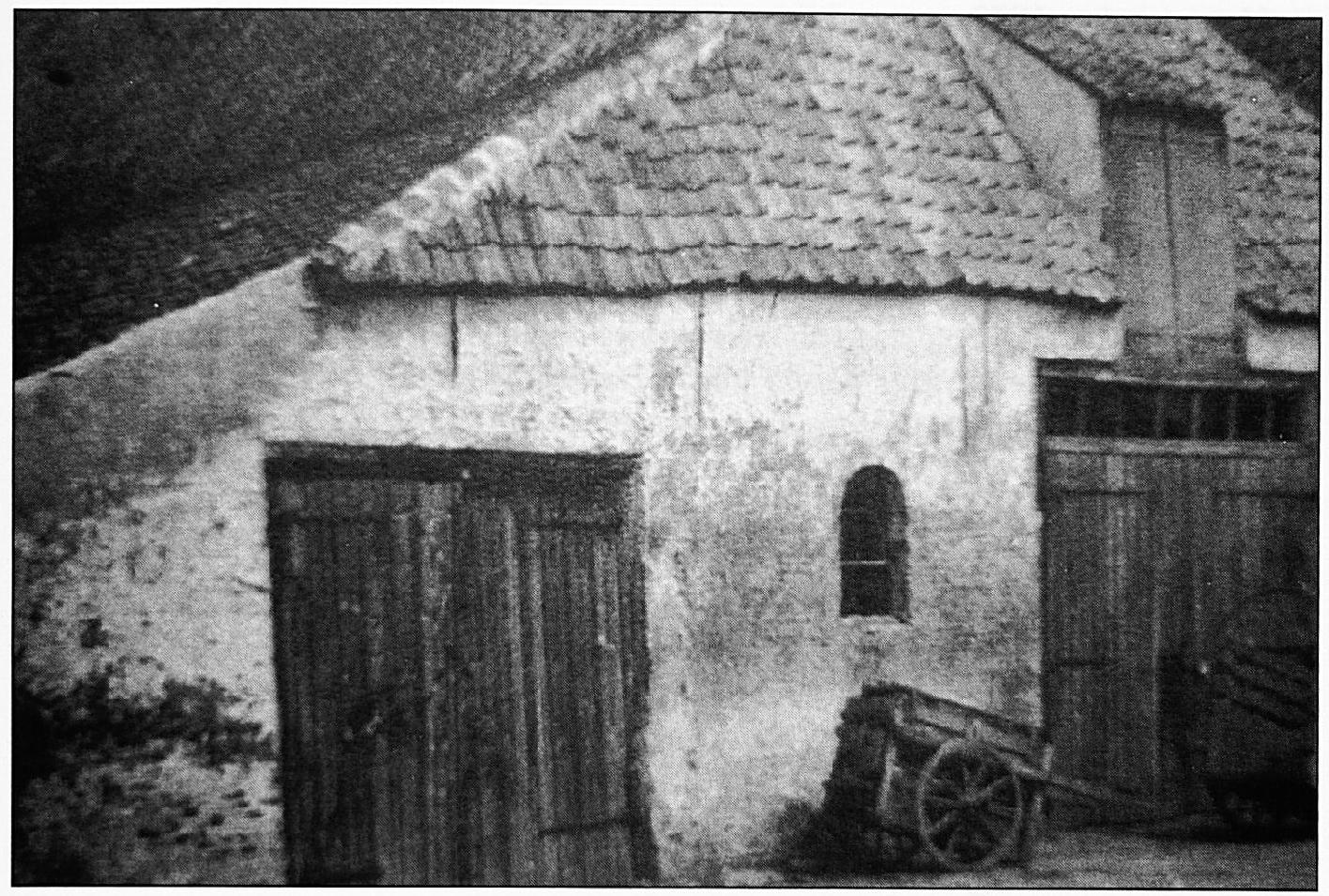 In dergelijke boerderijen moest men het dagelijkse brood verdienen. Deze boerderij stond aan de Varkensmarkt en werd bewoond door de heer Zondag.