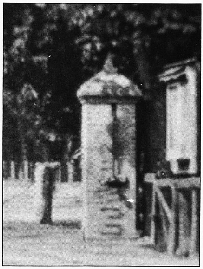 Ook de dorpspomp viel onder de bestuurlijke verantwoordelijkheid van het gemeentebestuur. Zo werd in 1927 besloten de pomp op de hoek Lakenstraat/Kloosterstraat op te heffen, omdat het binnenwerk van de pomp in de Dorpsstraat kapot was. Van twee pompen werd er één gemaakt.