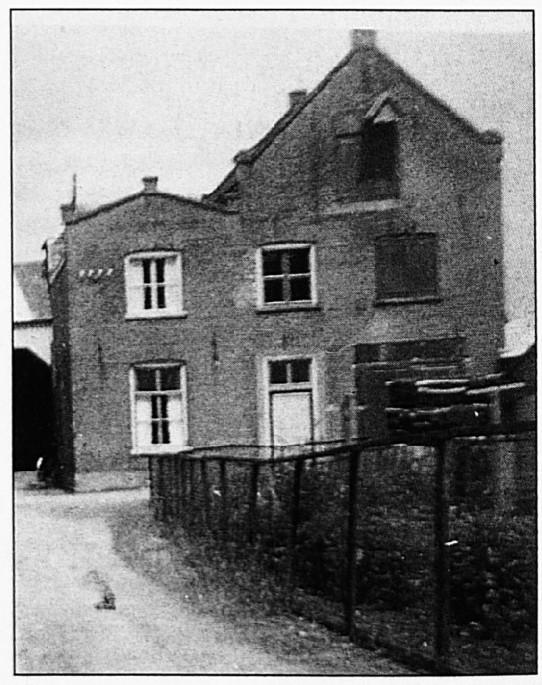 Zo zag Den Ooievaar er uit rond 1956. Het moet een zeer oud pand geweest zijn. Wat de oorspronkelijke functie geweest is kon niet achterhaald worden.