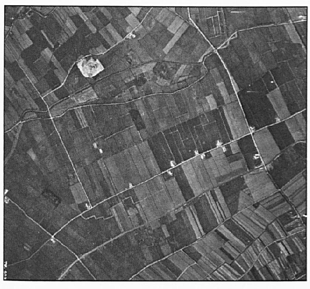Op deze foto is duidelijk het oorspronkelijke verloop van de weg te zien, achter het Schutlaken langs.