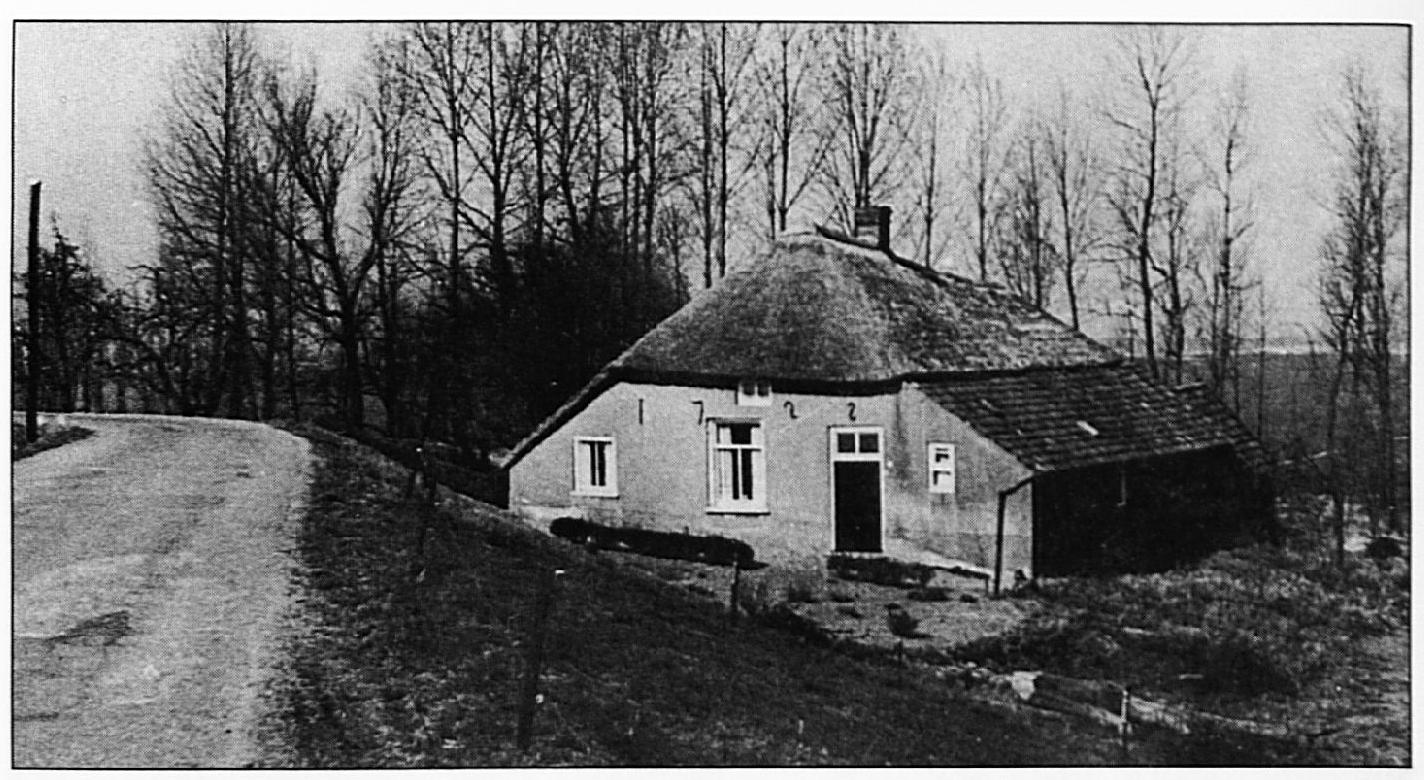 Dit huis, dat een jaar of twintig geleden werd afgebroken, moet twee jaar na het ontstaan van de Buiten Wiel gebouwd zijn.