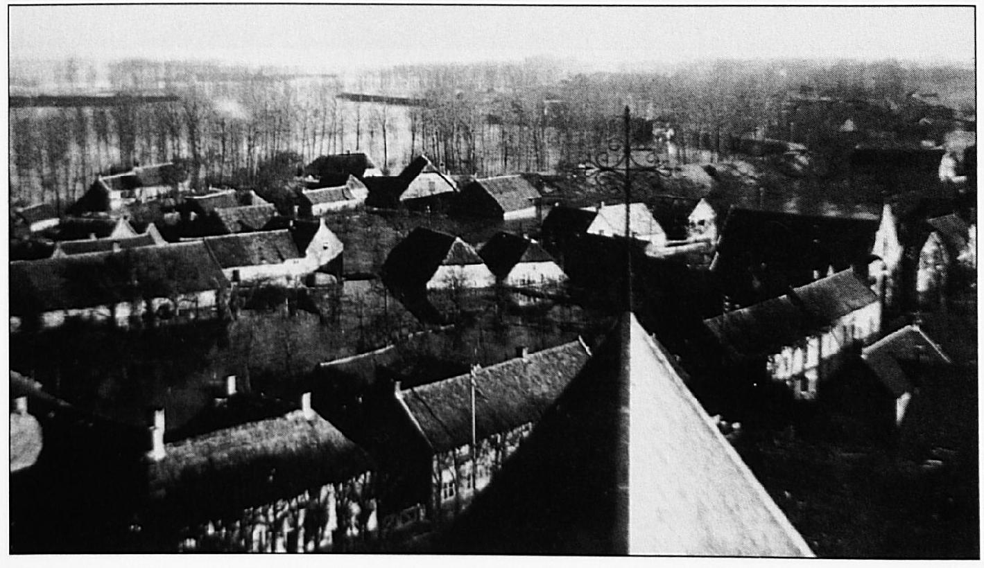 Het verdronken oostelijke deel van Wamel,gefotografeerd vanuit de kerktoren.