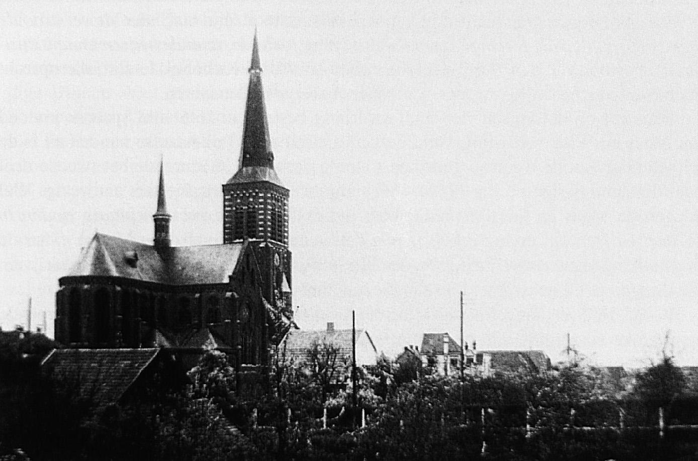 Ruim twee eeuwen later verrees deze kerk op de plaats waar in 1660 een boerderij gestaan moet hebben die grensde aan de landerijen van de oude kloosterboerderij De Hollenhof.