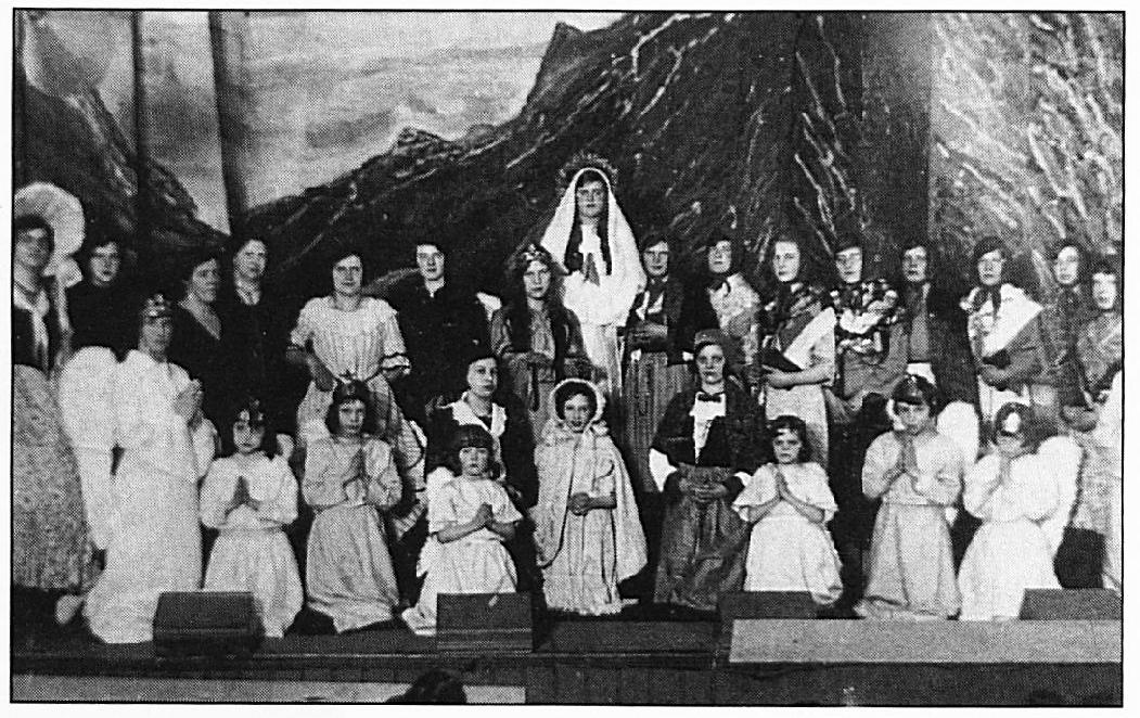 Deze foto toont een spel over verschijningen van Maria in Lourdes.