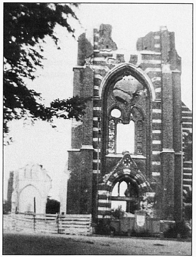 De laatste resten van het eens zo trotse kerkgebouw...