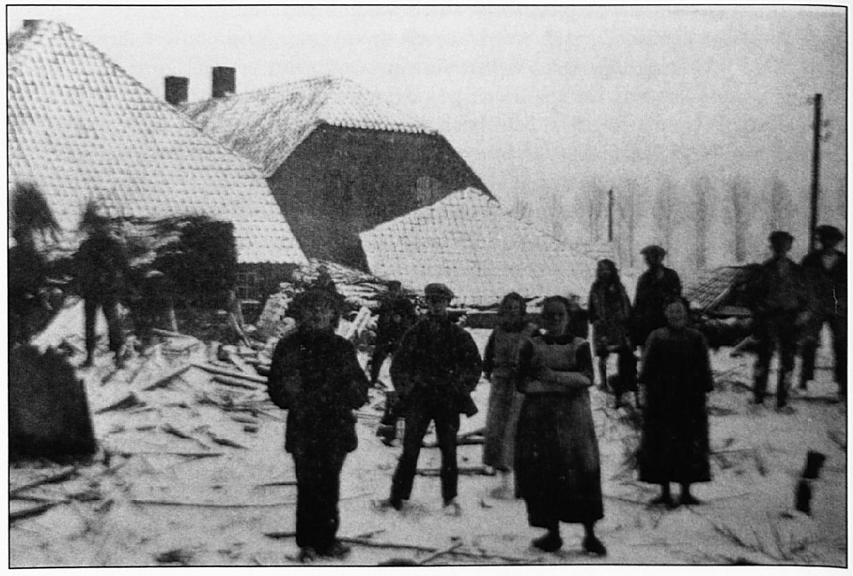 De huidige Varkensmarkt tijdens de watersnood van 1926.