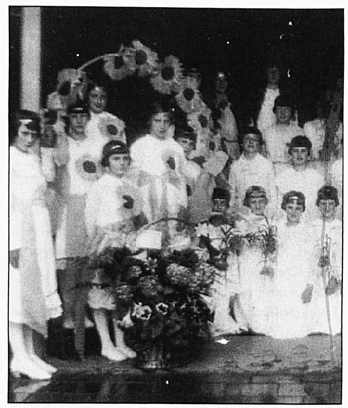 Bij feestelijke gebeurtenissen mochten bruidjes niet ontbreken ...
